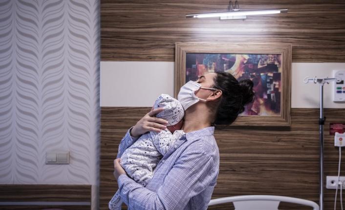 4 günlükken ameliyat oldu, zorlu sürecin ardından ilk kez annesiyle buluştu