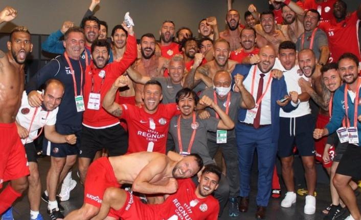 Antalyaspor futbolcularından galibiyet sevinci