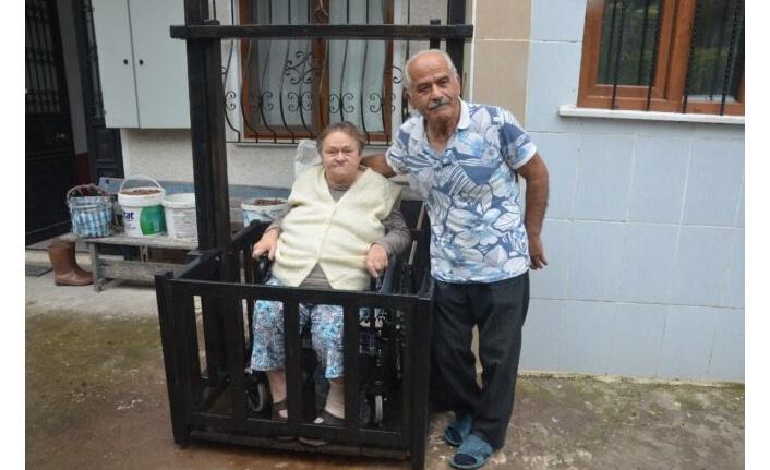 10 bin lirayı fazla bulan emekli marangoz, ahşaptan asansör yaptı