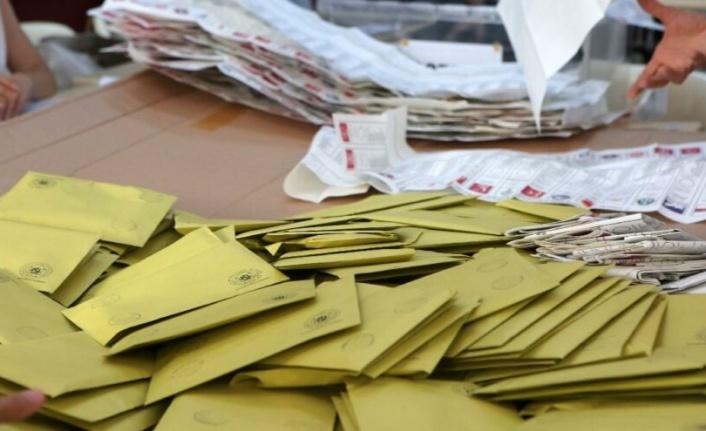 AKP ve MHP ittifakının oyları mum gibi eriyor