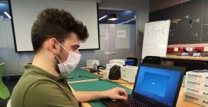 Üniversiteli gencin projesi laboratuvar...