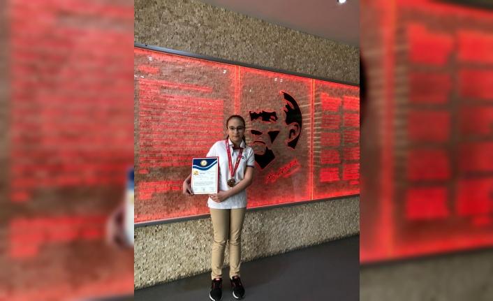 Uluslararası Bilim Temelleri Bilgi Yarışması'na Türk öğrenci damga vurdu